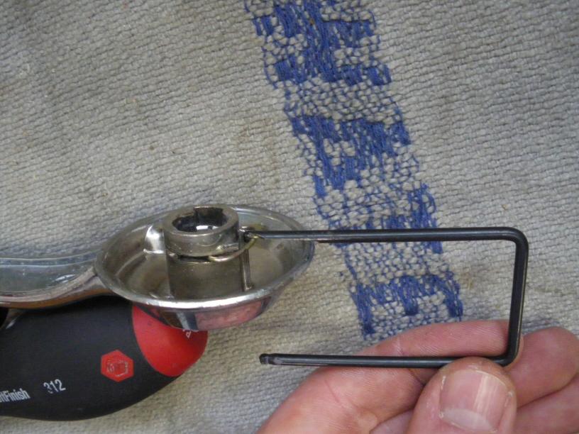 Hilfswerkzeug Türkurbel entfernen