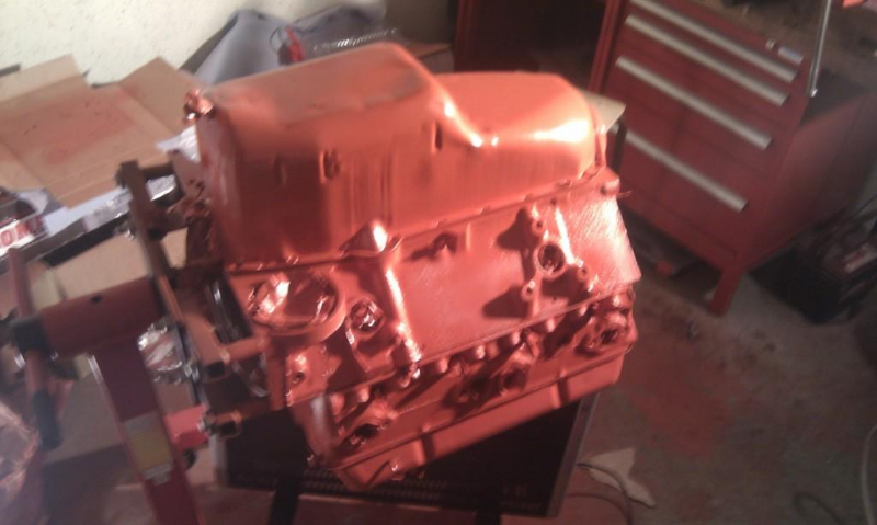 motor-mit-vht-chevy-orange-lackiert